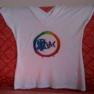 maglietta con logo iam, dipinta a mano, pezzi unici